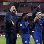 Frank Lampard bersama para pemain Chelsea seusai menang atas Arsenal pada pekan ke-20 Liga Inggris 2019-2020.(AFP/IAN KINGTON)
