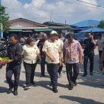 upati Sergai Soekirman dan Wakil Bupati Sergai Darma Wijaya saat berjalan di Belawan, Jumat (27/12/2019).