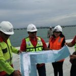 Sejumlah pegawai PT Pelindo 1 saat berada di Pelabuhan Kuala Tanjung belum lama ini. (kaldera/ist)