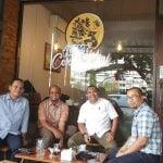 Beberapa penikmat kopi berbincang di depan AEKI Cerita Kopi, Jalan Kirana, Medan.