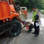 Teks Photo: Personel Polisi Lalulintas Polres Simalungun melakukan olah TKP kecelakaan lalulintas di jalur lintas Pematangsiantar-Parapat, Selasa (21/1/2020).