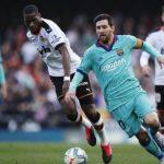 Pemain Barcelona, Lionel Messi dkk kalah dari Valencia 0-2 dalam lanjutan Liga Spanyol pekan ke-21 di Mestalla, Sabtu malam (26/1/2020). (ist)