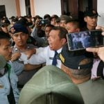 Kericuhan terjadi akibat Dirut PD Pasar Kota Medan yang dipecat, Rusdi Sinuraya tetap mengakui dirinya masih pejabat sah di perusahaan tersebut.