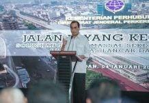 Menhub Budi Karya Sumadi saat berbicara di Stasiun Besar KA Medan, Sabtu (4/1/2020). (kaldera/hmsmdn)
