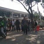 Suasana warga yang akan menjalani sidang tilang di Kejari Medan, Jumat (17/1/2020). (kaldera/alfan syahputra)