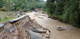 Banjir besar melanda Tapanuli Tengah (Tapteng) dan sementara merenggut nyawa 6 penduduk setempat.