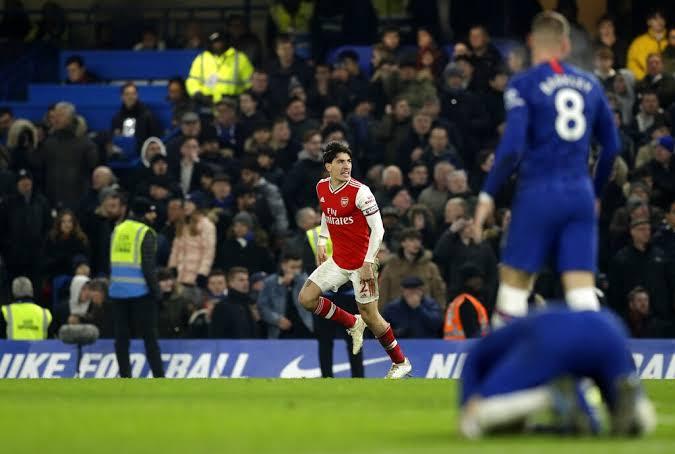 Ekspresi pemain Arsenal, Hector Bellerin, usai membuat gol penyeimbang saat melawat ke markas Chelsea. Skor 2-2 menutup laga di Stamford Bridge.