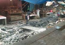 Kondisi Pasar Kampung Lalang yang kerap mengeluarkan aroma tidak sedap yang keluar dari selokan. (kaldera/imam effendi/pkl)