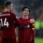 Takumi Minamino dipeluk Kapten Jordan Henderson usai laga Liverpool vs Wolves, dinihari tadi. (bolasport)