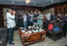 Ketua Pewarta Foto Indonesia (PFI) Kota Medan, Rahmad Suryadi mengajak Plt Walikota, Akhyar Nasution untuk ikut hunting foto bersama