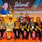 Ketua PHRI Sumut Denny S Wardhana (tiga kiri), Sekretaris Dewi Juita Purba dan para pengurus lainnya foto bersama dengan Ketua BPP PHRI terpilih Hariyadi Sukamdani sekaligus menyatakan kesiapan Sumut menjadi tuan rumah Rakernas PHRI tahun 2021.