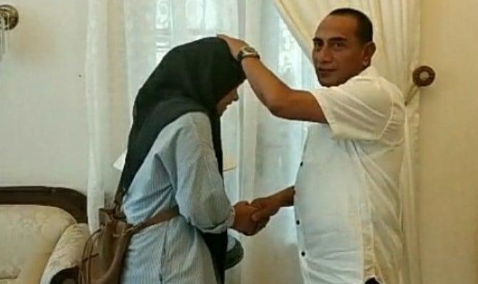 Diza Laila Barokah, mahasiswa Wuhan University of Technology asal Medan disambut Gubernur Sumatera Utara, Edy Rahmayadi.