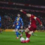 Striker sekaligus kapten tim muda Liverpool, Curtis Jones melepaskan assist rabona saat berjumpa Shrewsbury Town di Piala FA. Liverpool menang 1-0. (thisisanfield)
