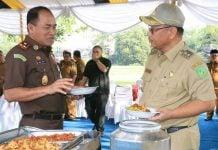 Kajatisu, Amir Yanto (kiri) dan Plt Walikota Medan, Akhyar Nasution saat Ngopi Bareng dengan pejabat jajaran Pemko Medan di Taman Cadika Medan, Selasa (25/2/2020).