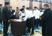 Ketua KPU Medan, Agussyah R Damanik melantik 105 Panitia Pemilihan Kecamatan (PPK) untuk Pilkada Kota Medan 2020 di Grand Inna, Sabtu (29/2/2020).