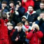 Striker Liverpool, Sadio Mane mencetak gol. Kemenangan atas Bournemouth membuat The Reds kini punya 82 poin.