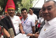 Wakil Ketua DPRD Sumut, Harun Mustafa Nasution, saat menerima pimpinan massa gerakan babi.