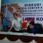 Ketua KPU Medan, Agussyah Damanik memberikan paparan saat diskusi publik di Sekretariat KPU Medan, Selasa ( 4/2/2020) .