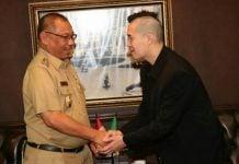 Ahli Google Asia, Alwin Tan saat bertemu dengan Plt Walikota Medan, Akhyar Nasution.