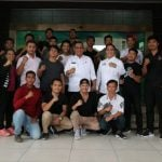 Plt Walikota Medan, Akhyar Nasution foto bersama dengan Atlet Mixed Martial Arts (MMA).
