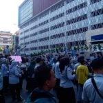 Naik Truk Sampah, Karyawan PD Pasar Unjukrasa di Bank Mandiri.