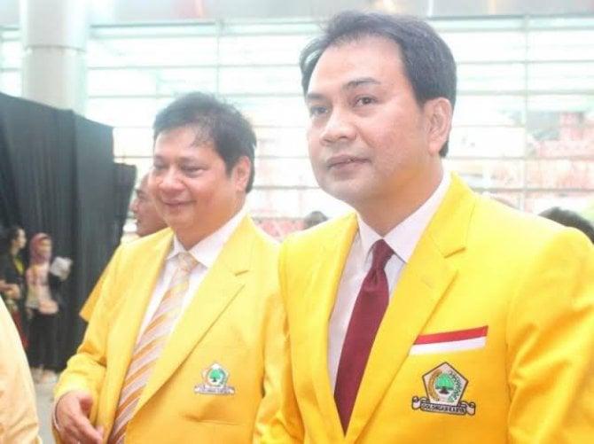 Azis Syamsuddin (kanan) dan Ketum Golkar Airlangga Hartarto.