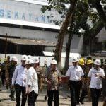 Wakil Gubernur (Wagub) Sumatera Utara (Sumut) Musa Rajekshah meresmikan Giling Perdana Pabrik Gula PTPN II Sei Semayang, Selasa (25/2). Peresmian ditandai dengan pelemparan tebu ke mesin giling oleh Wagub.(f rozi)