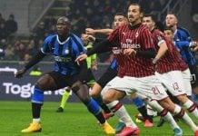 Penetrasi Ibrahimovic ditekan pemain-pemain Inter Milan, tadi malam. Akibatnya Ibra menelan kekalahan perdana sejak datang ke AC Milan, Januari 2020.