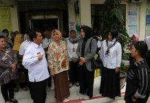 Persiapan kunjungan Ibu Negara Iriana Joko Widodo di Puskesmas Padang Bulan terkait stunting.
