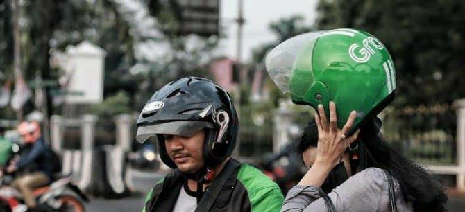 Cegah Corona, Pengguna Ojol Dianjurkan Bawa Helm Sendiri ( ft :CNN )