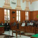 Dzulmi Eldin sudah masuk ke ruangan sidang menunggu majelis hakim