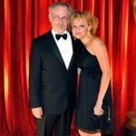 Steven Spielberg bersama putrinya Mikaela Spielberg