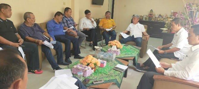 Ketua Umum KONI Sumut John Lubis di ruang kerjanya, Gedung KONI Sumut Jalan Medan Estate, Selasa (17/3/2020).