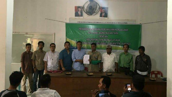 PT. Limas Agro Nusantara dan Kelompok Tani Berkat Usaha Desa PIR ADB Besitang menjalin kemitraan usaha tanam jagung di lahan kemitraan konservasi.