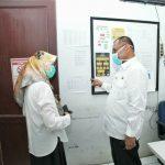 Plt Walikota Medan, Akhyar Nasution saat meninjau Posko Covid-19 di Kantor Dinas Kesehatan Kota Medan, Jalan Rotan, Rabu (1/4/2020)