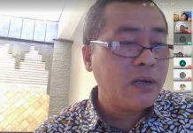 Prof. Indra Maipita, dekan Fakultas Ekonomi Unimed, saat membuka sidang skripsi secara daring (dalam jaringan) di jurusan manajemen FE Unimed, Senin (6/4/2020)