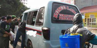 Komunitas Sedekah Jumat (KSJ) Deliserdang melakukan penyemprotan disinfektan di fasilitas umum dan juga angkutan umum.