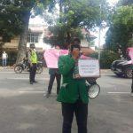 Mahasiswa Unjuk rasa di depan kantor Pertamina Marketing Operational Region (MOR) I Medan, Jalan Putri Hijau, Medan, Rabu (6/5/2020)