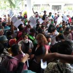 Konsentrasi Masyarakat di Kantor Dinas Sosial Kota Medan, Jalan Pinang Baris, Rabu (13/5/2020)