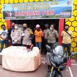 Kapolrestabes Medan, Kombes Pol Johnny Edizon Isir saat merilis kasus ini di Polsek Medan Kota, Jumat (15/5).