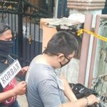 prarekonstruksi pembunuhan Elvina, 21, di Komplek Cemara Asri, Kamis (7/3/2020).