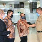 Plt Walikota Medan, Akhyar Nasution saat Berkunjung ke USU dan disambut hangat oleh Wakil Rektor III USU, Mahyuddin KM Nasution di Biro Rektor USU , Senin (15/6/2020).