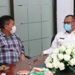 Plt Walikota Medan, Akhyar berbincang dengan Rektor Unimed, Rabu (17/6/2020)