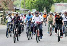 Salah satu kegiatan olahraga yang ramah lingkungan dengan bersepeda.