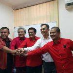 Japorman Saragih (2 dari kiri) dan Djarot (3 dari kiri) bersama dalam sebuah kesempatan beberapa waktu lalu. Japorman mengundurkan diri sebagai Ketua DPD PDI Perjuangan Sumut.