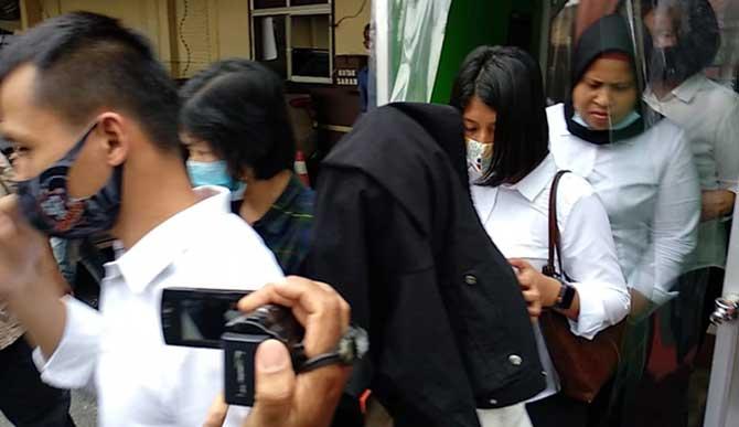 Kapolrestabes Medan Kombes Pol Riko Sunarko yang menyebutkan, diduga telah ada transaksi antara HH dengan pria yang ingin kencan dengannya.