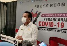 Kepala Dinas Kesehatan Kota Medan, Edwin Effendi saat konferensi pers.