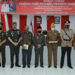 Foto bersama Pemkab Asahan dengan pejuang/perintis kemerdekaan di Aula Melati Kantor Bupati Asahan.