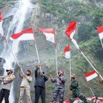 Berkibarnya bendera merah putih di Objek Wisata Air Terjun Ponot, Kecamatan Aek Songsongan.