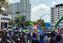 Serikat Pekerja Seluruh Indonesia (SPSI) Sumatera Utara (Sumut) lakukan aksi di depan kantor DPRD Kota Medan.